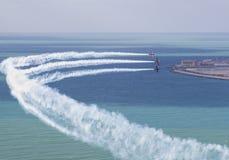 Simultanes Fliegen der Show mit drei Flugzeugen Lizenzfreie Stockbilder