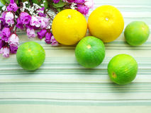 Sinaasappel & bloemachtergrond Royalty-vrije Stock Fotografie