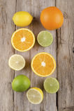 Sinaasappel, citroen en kalk op rustiek hout Royalty-vrije Stock Afbeelding
