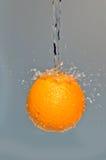 Sinaasappel in de lucht Stock Afbeelding