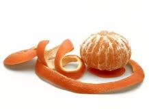 Sinaasappel in een spiraal van schil Stock Foto's