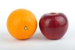 Sinaasappel en appel Stock Afbeelding
