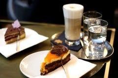 Sinaasappel en chocoladecake Stock Foto's