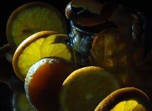 Sinaasappel en citroen en sapglaspartij royalty-vrije stock foto's