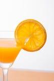 sinaasappel en glas met sap Stock Fotografie