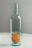 Sinaasappel in fles Stock Fotografie