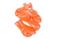 Sinaasappel gelaten leeglopen ballons op de geïsoleerde achtergrond Royalty-vrije Stock Afbeelding
