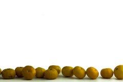 Sinaasappel gezet op een witte achtergrond, die de inkomens van blauw opvoeren royalty-vrije stock afbeelding