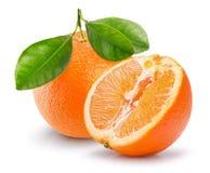 Sinaasappel met de helft van sinaasappel op een witte achtergrond Stock Fotografie