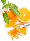 Sinaasappel met een schil royalty-vrije stock fotografie