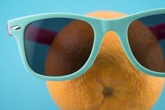 Sinaasappel met glazen Stock Afbeeldingen