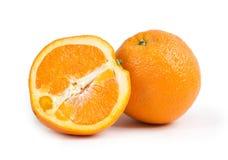 Sinaasappel met half geïsoleerde stock fotografie