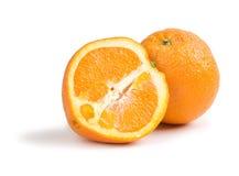 Sinaasappel met half geïsoleerdo Stock Foto