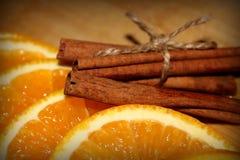 Sinaasappel met kaneel dichte omhooggaand Stock Afbeelding
