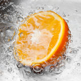 Sinaasappel onder water Royalty-vrije Stock Foto