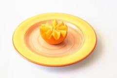 Sinaasappel op plaat stock fotografie