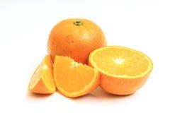 Sinaasappel op witte achtergrond wordt geïsoleerd die Royalty-vrije Stock Afbeeldingen