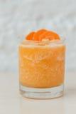 Sinaasappel smoothie met wortel Stock Foto