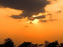 Sinaasappel van de zonsondergang de Mooie hemel thailand Stock Foto