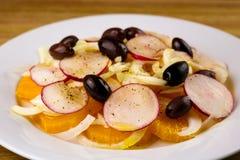 Sinaasappel, Venkel en Kalamata Olive Salad Royalty-vrije Stock Foto's