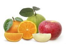 Sinaasappelen, appelen, guave, op geïsoleerd op witte achtergrond stock afbeelding