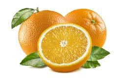 3 sinaasappelen de 1 die helftbladeren op witte achtergrond worden geïsoleerd Royalty-vrije Stock Afbeeldingen
