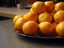 Sinaasappelen in een kom Stock Fotografie