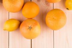 Sinaasappelen en grapefruits Stock Afbeelding