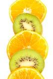 Sinaasappelen en kiwienplakken Royalty-vrije Stock Foto's