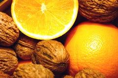 Sinaasappelen en noten Royalty-vrije Stock Foto's