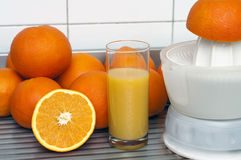Sinaasappelen en sap Royalty-vrije Stock Foto's
