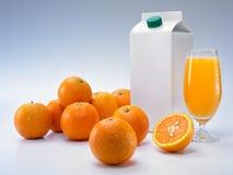 Sinaasappelen en verpakking stock foto's