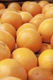 Sinaasappelen in houten doos Royalty-vrije Stock Foto