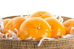 Sinaasappelen in mand. Royalty-vrije Stock Afbeeldingen