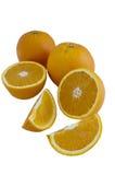 Sinaasappelen op een witte achtergrond Stock Foto