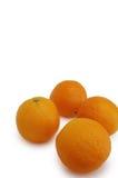 Sinaasappelen op een witte achtergrond Stock Foto's