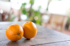 Sinaasappelen op houten textuurachtergrond met ruimte voor tekst organisch Royalty-vrije Stock Afbeeldingen