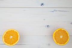 Sinaasappelen op lijst Royalty-vrije Stock Fotografie