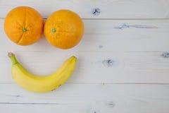 Sinaasappelen op lijst Royalty-vrije Stock Afbeeldingen