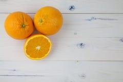 Sinaasappelen op lijst Royalty-vrije Stock Foto