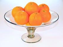 Sinaasappelen op schotel Stock Foto's