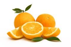 Sinaasappelen op Witte Achtergrond worden geïsoleerd die Royalty-vrije Stock Afbeeldingen