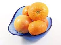 Sinaasappelen in schotel Stock Afbeeldingen