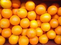 Sinaasappelen voor een achtergrond Stock Foto