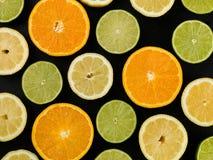 Sinaasappelencitroenen en Verse KalkCitrusvruchten Stock Foto's