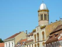 Sinagoga de Brasov na praça da cidade do MAI, Romênia Imagem de Stock Royalty Free