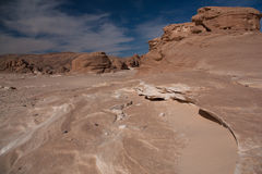 Sinai woestijn met zand en zon onder blauwe hemel in december Royalty-vrije Stock Foto