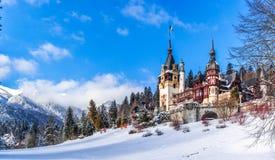 Sinaia, Румыния: Замок Peles в красивом дне зимы стоковая фотография rf