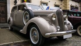 SINAIA, ROEMENIË - JUN 30, 2018: Oud Chrysler Plymouth bij klassieke autoexpositie Stock Foto