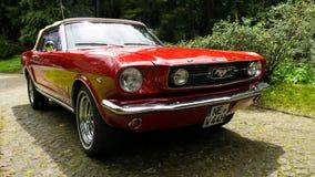 SINAIA, ROMÊNIA - 30 DE JUNHO DE 2018: Ford Mustang 1966 Fotografia de Stock Royalty Free